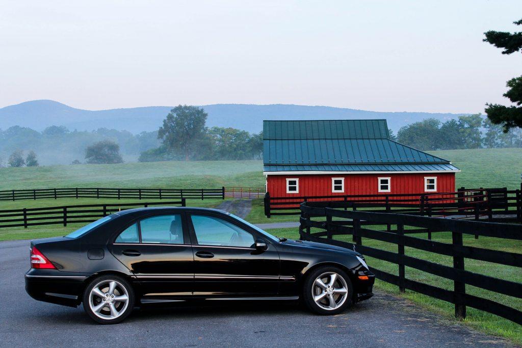 田舎においてある車