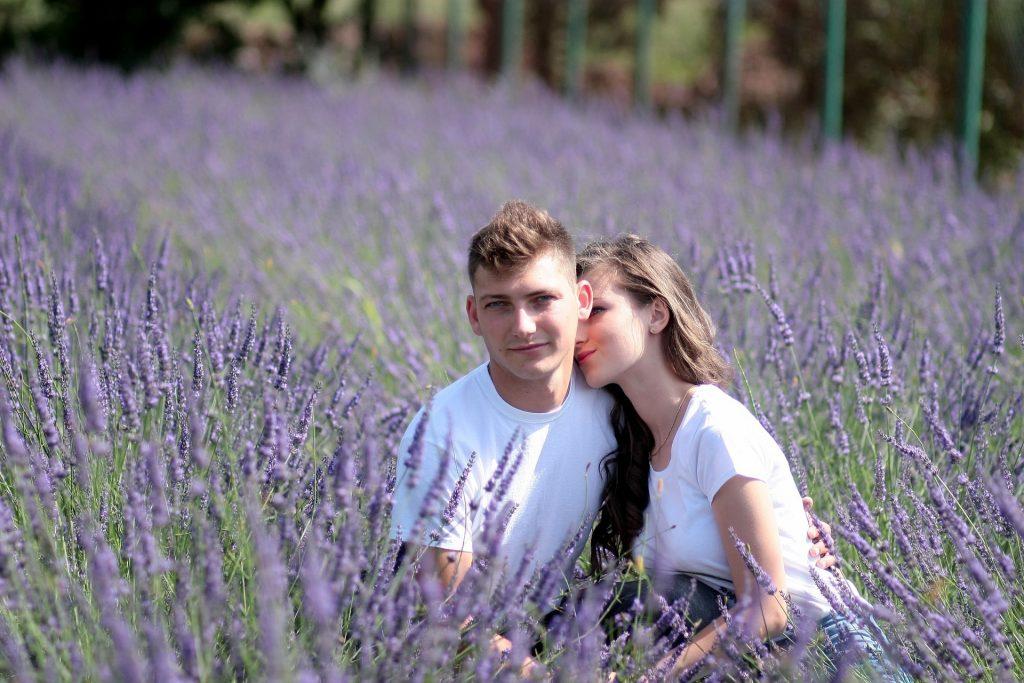 couple-1521410_1920-min
