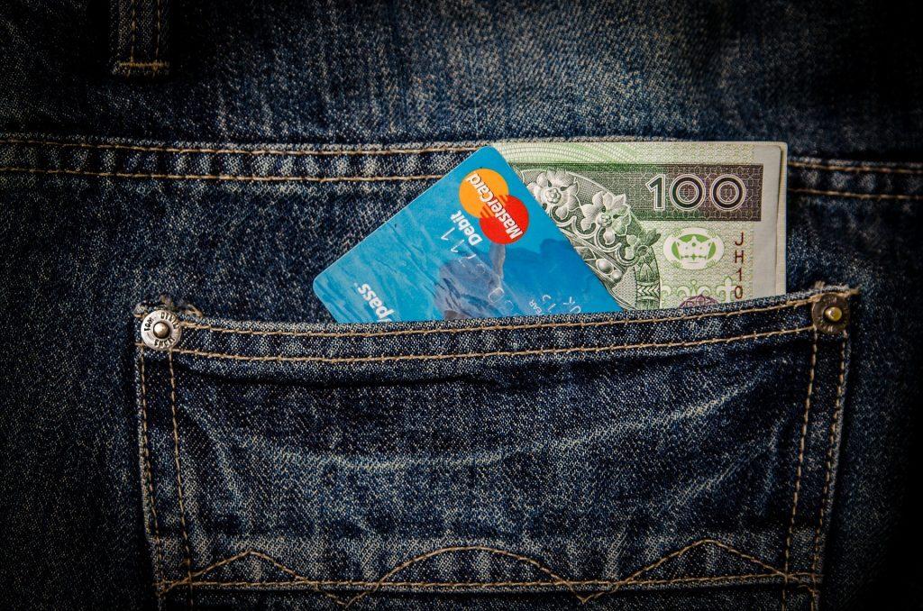 デビットカードと現金