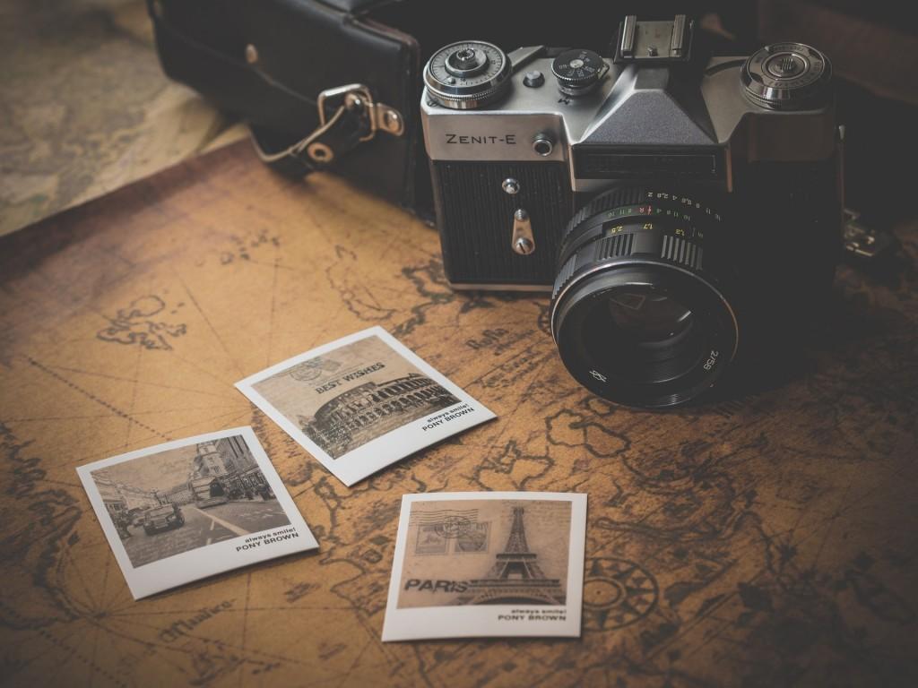 カメラと旅行の写真
