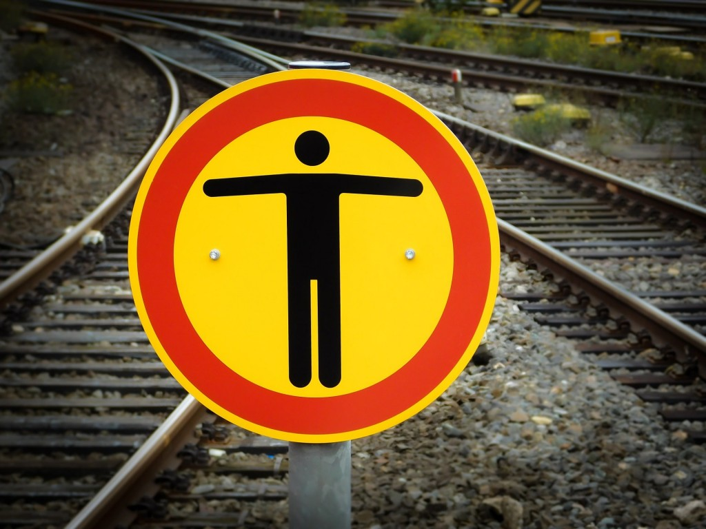stop-997079_1920-min
