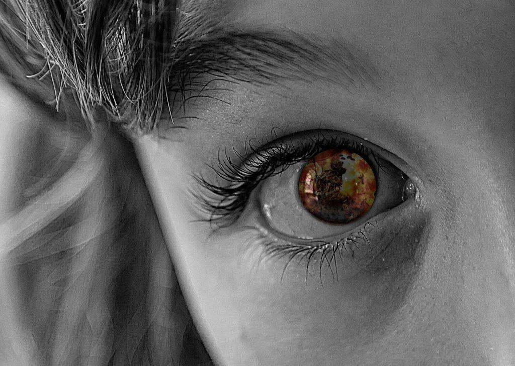 透き通った少女の目